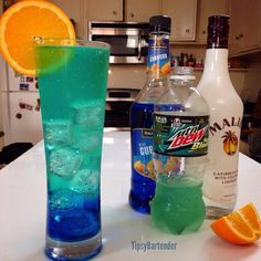 BAJA BLAST COOLER Ingredients 1/2 oz. (15ml) Orange Vodka -1/2 oz. (15ml) Blue Curaçao -1/2 oz. (15 ml) Peach Schnapps -1/2 oz. (15ml) Coconut Rum -Topped with Baja Blast Mountain Dew -Orange Slice Absolutely delicious found this golden drink recipe from the tipsy bartender!