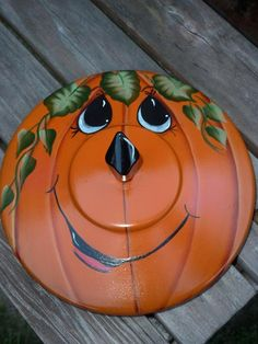 pot lid Jack O Lantern.Love the face, just not on a Pot lid. Fall Pumpkins, Halloween Pumpkins, Fall Halloween, Halloween Crafts, Halloween Decorations, Autumn Crafts, Thanksgiving Crafts, Holiday Crafts, Holiday Ideas