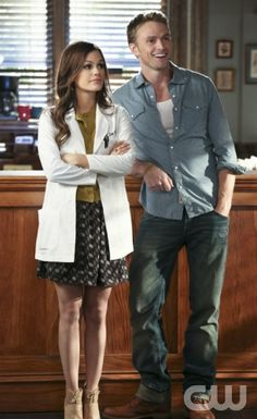 "Hart of Dixie -- ""Jolene"" -- Pictured (L-R): Rachel Bilson as Dr. Zoe Hart and Wilson Bethel as Wade -- Photo: Mike Yarish/The CW -- © 2013 The CW Network, LLC. All rights reserved."