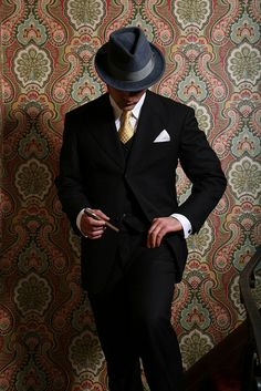 Because every girls crazy bout a Sharp dressed man Suit Up, Suit And Tie, Mode Masculine, Sharp Dressed Man, Well Dressed Men, 1930s Fashion, Men's Fashion, Gangster, Gentleman Style