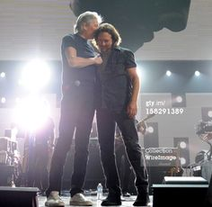 """Eddie Vedder + Roger Waters """"12-12-12"""" The Concert for Sandy Relief"""