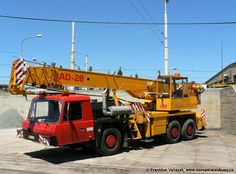Fotografie: Tatra 815 AD 28 PMA 07-52 PMDP | Plzeň-Slovany, Slovanská alej | seznam-autobusu.cz Eastern Europe, Czech Republic, Buses, Motor Car, Crane, Cars And Motorcycles, Automobile, The Unit, Trucks