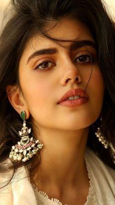Beautiful Girl In India, Beautiful Girl Photo, Most Beautiful Faces, Wonderful Picture, Beauty Full Girl, Cute Beauty, Beauty Women, Beauty Girls, Black Beauty