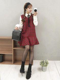 overall korean fashion that looks fab . Korean Fashion Trends, Korean Street Fashion, Korea Fashion, Asian Fashion, Korean Outfits, Retro Outfits, Cute Outfits, Kawaii Fashion, Cute Fashion