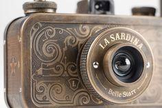 via La Sardina Camera & Flash (http://designlenta.com/post/la-sardina-camera/)