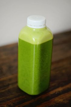 I am a big believer in cleanses and fasting- I think both give your digestive system a chance to rest and take a break from the daily eats. Whenever I feel bloated or sick, I love to juice. Homemade Juice Cleanse, Cold Pressed Juice, Healthy Juices, Weight Loss Smoothies, Juicing, Detox, Cleanses, Glitter, Eat