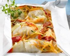 Papillote of halibut and seasonal vegetables ~ Low Carb Diabetic Recipes Quick Recipes, Low Carb Recipes, Healthy Recipes, Diabetic Recipes, Seafood Recipes, Gourmet Recipes, Vegetable Seasoning, Fish Dishes, French Food