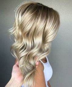 Best Ash Blonde Hair Color Ideas for 2018 Ash blonde hair color is one of a variety of blonde hair color is much preferred. Many Hollywood actresses color their hair with this hair color. Ash blonde is somewhat pale, warm tones of blond, a… Platinum Blonde Hair Color, Ash Blonde Hair, Blonde Color, Icy Blonde, Golden Blonde, Ombre Hair, Balayage Rubio Natural, Bobs Blondes, Hair Color 2018