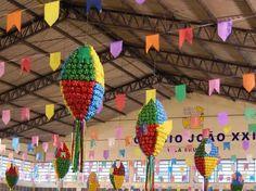decoracao-de-festa-junina-reciclavel-baloes-de-garrafas-pet.jpg (610×456)