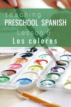 A preschool lesson that teaches the colors in Spanish for kids. Find games, songs, stories, and printables for learning los colores en español! Preschool Spanish Lessons, Learning Spanish For Kids, Spanish Teaching Resources, Spanish Lesson Plans, Spanish Activities, Color Activities, Preschool Ideas, Preschool Prep, Baby Learning