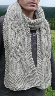 A la croisée des chemins, portée face also English translation Knitting Patterns Free, Knit Patterns, Free Knitting, Free Pattern, Knit Or Crochet, Crochet Scarves, Small Knitting Projects, Cable Knitting, Knitting Accessories