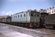 """Trenes y tiempos: Las tracciones térmica y eléctrica en RENFE (VII) Aquellas primeras """"sietemiles"""" (RENFE 7001 A 7012 Y 7101 A 7125)"""