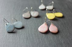 http://de.dawanda.com/product/76225031-keramik-handgemacht-tropf-ohrringe