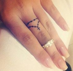 If you've been thinking about getting a tattoo, but are keen to opt for something subtle, small or tiny, then a delicate finger tattoo could be just for you. Finger tattoos are super adorable and beautiful on its own. Finger tattoos are fun to conc Finger Tattoo Designs, Tattoo Am Finger, Tiny Finger Tattoos, Finger Tattoo For Women, Finger Tats, Womens Finger Tattoos, Small Tattoo Designs, Pretty Tattoos, Love Tattoos