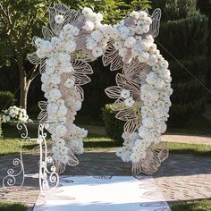 Amazing decor we swoon for! Ceremony Backdrop, Ceremony Decorations, Flower Decorations, Romantic Wedding Decor, Wedding Altars, Wedding Stage, Dream Wedding, Wedding Arch Flowers, Floral Arch