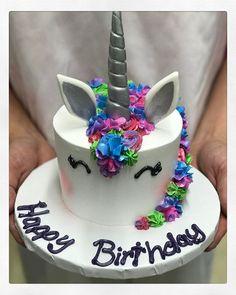 Tiny unicorn cake. #birthdaycake #azucarbakery