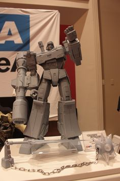 Photo coverage of our stand at TFcon in Chicago! You can find a lot more here: http://www.worldofthreea.com/threea-production-blog/r9hlbaznwb9hts86l3bnwwllhlm7t7 #threeA #AshleyWood #AshleyWoodArt #WorldOf3A #WO3A #Hasbro #Transformers #Generation1 #GenerationOne #OptimusPrime #Megatron #Autobots #Decepticons #DoTM #TFcon #TFcon2016