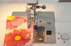 Rollsaum nähen mit der Nähmaschine und breitem Zickzack-Stich