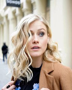 Ain't she pretty? The Magicians Syfy, Olivia Taylor Dudley, Comedy And Tragedy, Feminine Mystique, Goth Women, Muscle Girls, Pretty Face, Actors & Actresses, Beautiful People