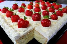 Mennonite Girls Can Cook: Canada Day Cake and other recipes for a crowd (spring desserts for a crowd) Spring Desserts, Desserts For A Crowd, Cooking For A Crowd, Food For A Crowd, Dessert Recipes, Camp Desserts, Frosting Recipes, Canada Day Party, Dessert Oreo