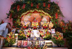 Altar do Templo Hare Krishna Iskcon no Itanhangá, preparado para o Rama Navami, um festival de celebração do nascimento do Senhor Ramachandra de Ayodhya . Ramachandra é a sétima encarnação do Dashavatara de Vishnu.