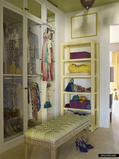 Colorful closet details - tufted bench - Kirill Istomin - Afflante.com