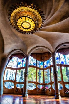 3 Days in Barcelona: The Perfect Itinerary for Your First Visit Tapas Restaurant, Beautiful Architecture, Architecture Details, Spanish Architecture, Joan Miro, Barcelona Things To Do In, Art Nouveau, Antoni Gaudi, Barcelona Travel