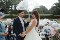 Wedding ideas for rainy and wet wedding days! Www.LeanLivingGirl.com