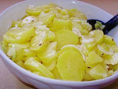 Šmykľavý šalát (tzv. zemiakový) - potatoed salad with onion