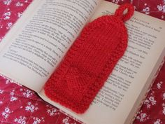 Knitted Valentine Bookmark on Natural Suburbia, Free Pattern, www.naturalsuburbia.com