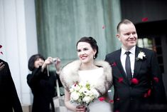 Red lipstick for this glamorous 1940s inspired bride.  Photography http://www.smallpigart.se/