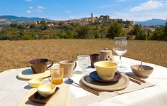 Allóra presents outdoor lunch and outdoor dinner ideas, ideal for outdoor entertaining. Featuring new Tuscan dinnerware and the Sardines glassware.