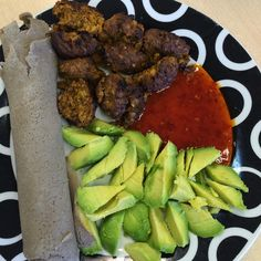 Things are about to get messy #lunchtime #tobiateff #injera #glutenfree #wrap #glutenfree #diaryfree #falafel #avocado and #sweetchilli  #sauce #healthyeating #healthyliving #doingme #foodie #morgansnature #foodporn #foodgasm #foodstagram