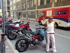 Il y a de plus en plus de 2 roues au Canada, dont à Toronto. C'est bon pour les affaires et pour se promener !!!  Sac #Sandrine en cuir lisse Polvere, sur Yonge St  #SandrineDalZotto #Sandrine #LoveAffair #Streetwise #Sac #Bag #SacACasque #HelmetBag #SacAMain #HandBag #Casque #Helmet #Scooter #Vespa #Moto