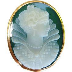 Circa 1900 Hard Stone Renaissance Cameo Brooch / Pendant by Ruby Lane Vintage Cameo Ring, Cameo Jewelry, Jewelry Art, Edwardian Jewelry, Vintage Jewelry, Victorian Gold, Cameo Pendant, Art Nouveau Jewelry, Stone Gold