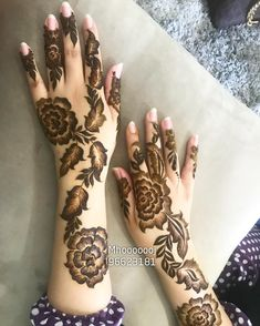 Latest Arabic Mehndi Design Mehndi henna designs are always searchable by Pakistani women and girls. Women, girls and also kids apply henna on their hands, feet and also on neck to look more gorgeous and traditional. Dulhan Mehndi Designs, Mehandi Designs, Mehendi, Mehndi Designs Feet, Legs Mehndi Design, Mehndi Designs 2018, Mehndi Design Pictures, Mehndi Designs For Girls, Henna Mehndi
