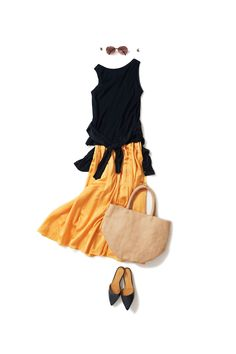 Yellow and black Mode Outfits, Casual Outfits, Summer Outfits, Fashion Outfits, Womens Fashion, Fashion Trends, Daily Fashion, Office Fashion, Mode Simple