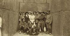 Australian nurses with soldiers, Egypt, 1915. Australian War Memorial.