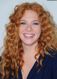 A curly hairstyle can easily accentuate your beauty; it looks gorgeously stylish, feminine and chic. Check out these top 10 curly celebrity hairstyles for you to wear Natural Redhead, Celebrity Hairstyles, Cool Hairstyles, Rachelle Lefevre, Red Heads Women, Stunning Redhead, Red Hair Woman, Strawberry Blonde Hair, Wavy Hair
