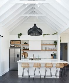 kitchen flooring ideas trends for this year 13 < Home Design Ideas Home Decor Kitchen, Kitchen Interior, Home Kitchens, Cuisines Design, Kitchen Flooring, Cheap Home Decor, Home Decor Accessories, Home Remodeling, Kitchen Remodel