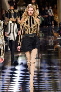 Balmain at Paris Fashion Week Fall 2016 - Runway Photos 2010s Fashion, Fashion Week, Paris Fashion, Runway Fashion, High Fashion, Fashion Show, Fashion Design, Haute Couture Paris, Balmain Collection