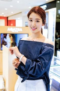 Park shin hye korean fashion off the shoulder denim cute casual Park Shin Hye, Korean Actresses, Korean Actors, Actors & Actresses, The Heirs, Korean Celebrities, Celebs, Yoo Ah In, Gwangju