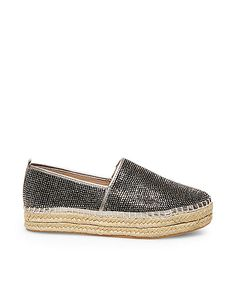 These casual espadrille flats are so cute. I need these for my summer time outfits