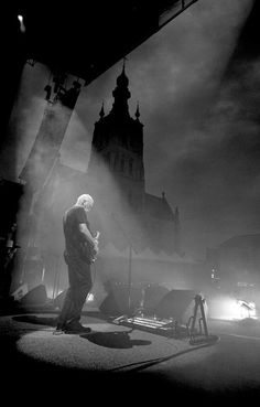 David Gilmour of Pink Floyd Music Guitar, Playing Guitar, Pink Floyd Members, Toad The Wet Sprocket, David Gilmour Pink Floyd, Cool Photos, Beautiful Pictures, Amazing Photos, Pink Floyd Art