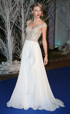 Taylor Swift in Reem Acra Spring 2014 at the 2013 Centrepoint Winter Whites Gala in Kensington Palace, London