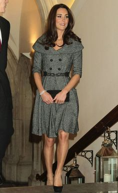 Kate's bringing back the coat dress! She is totally sweet and pretty in a Jesiré gray belted frock with Jimmy Choo platform pumps at a surprise visit to the National Portrait Gallery. What a lovely surprise, indeed!