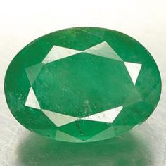 Marakata / Panna or Emeralds are known by their distinctive green color and can vary from light to dark green. All Emeralds contain inclusions formed during their growth. Inclusions indicate the stone is natural. The most common cut is the step or Emerald Cut.
