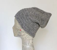 Lun, blød tophue i strukturmønster - susanne-gustafsson. Bonnet Hat, Textiles, Free Knitting, Knitting Ideas, Knit Patterns, Hue, Headbands, God Mad, Knit Crochet