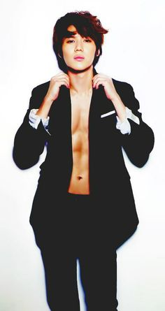 Taemin WTF!! When did you get sexy? Not cute or pretty but ttake of your pants sexy.