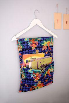 Estéfi Machado: Porta-livros Montessori * Livros no bolsão de tecido